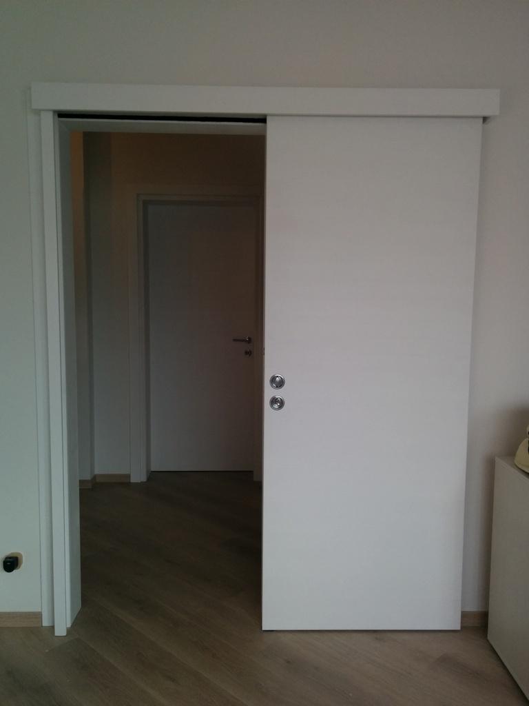 Porta tamburata scorrevole esterno muro laccata bianca luvisotto serramenti - Porta scorrevole bianca ...