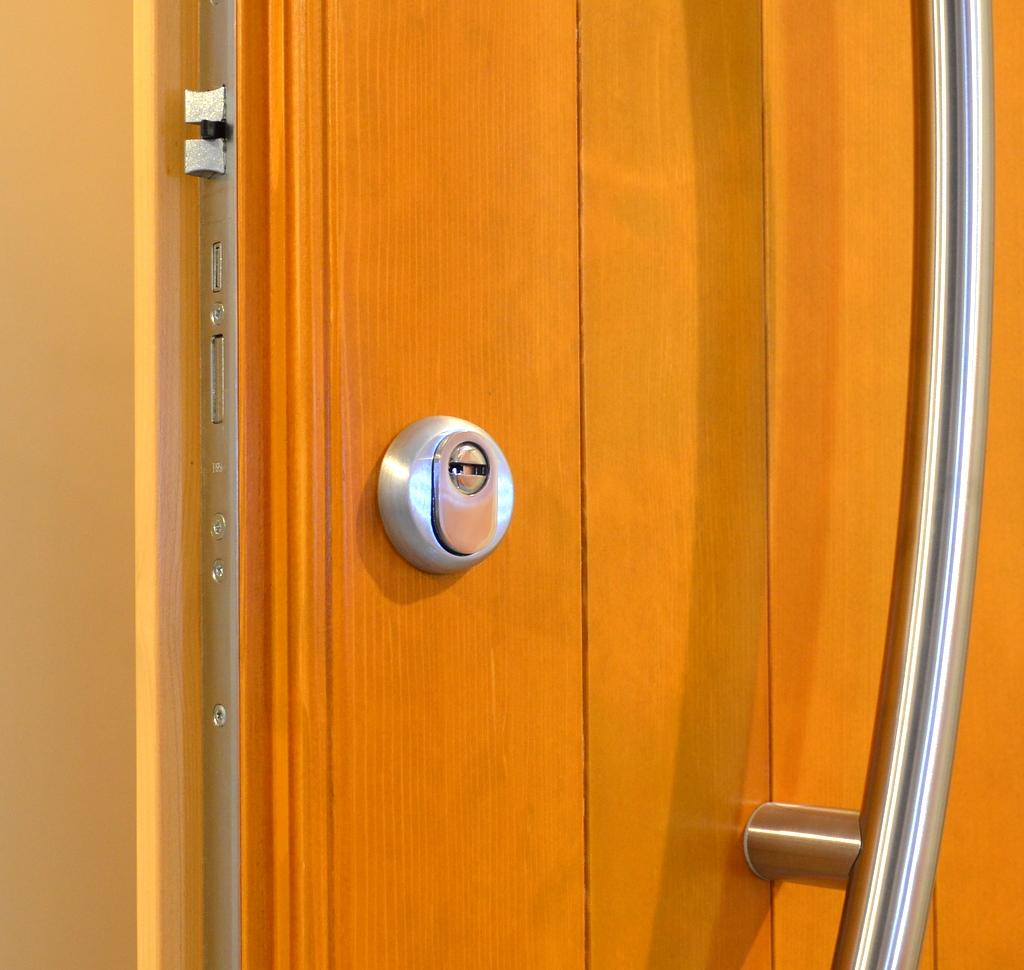 Bocchetta antiscasso a protezione del foro chiave